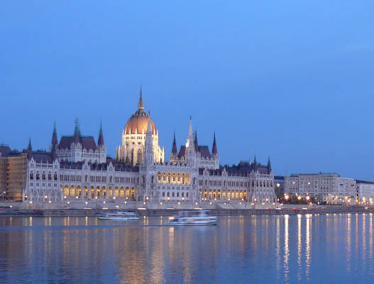 Budapest mix of house, noeoclassical, baroque and Art Nouveau architecture