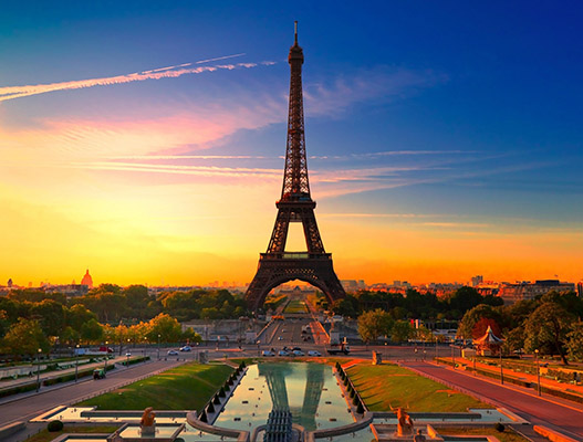uk students can visit Paris cheaply