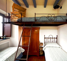 10 tips for staying at a hostel studentuniverse - Construire une mezzanine suspendue ...
