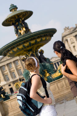 Backpackers at the Place de la Concorde in Paris
