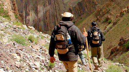 backpacking-travel-with-group